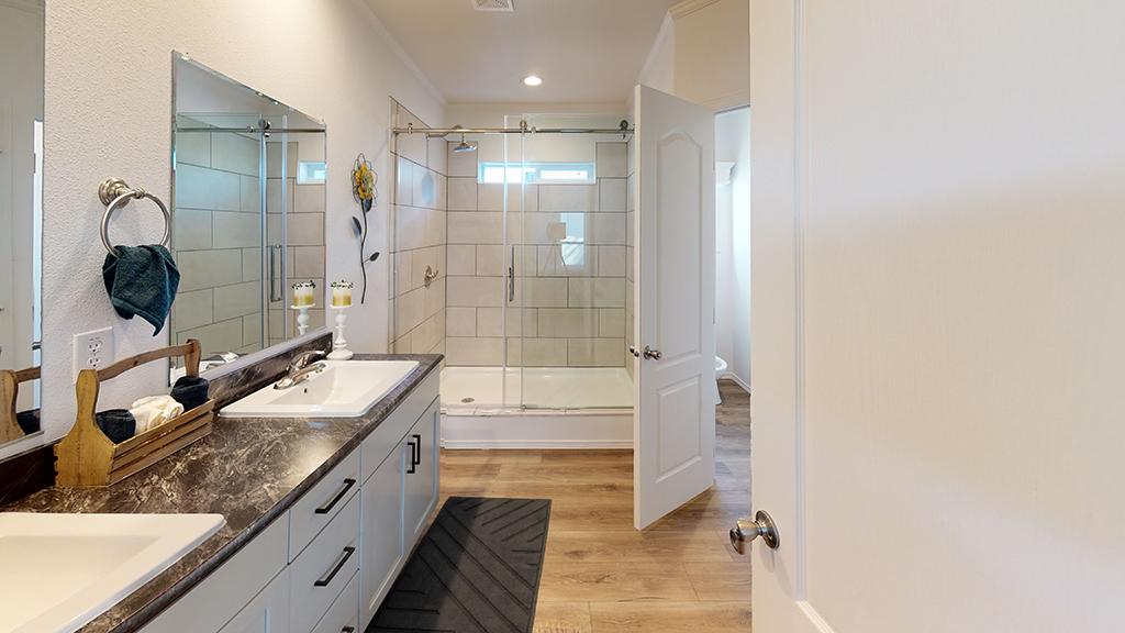 27-X-76-Big-Tex-Bathroom